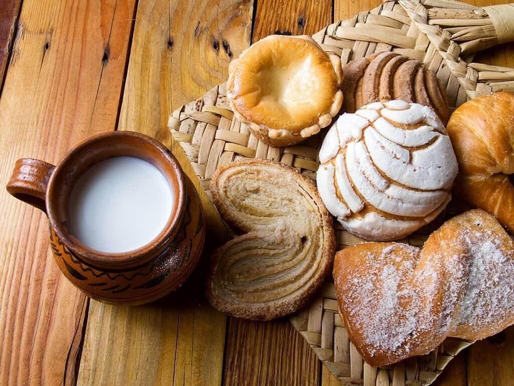 café da manhã , leite, pão, glúten